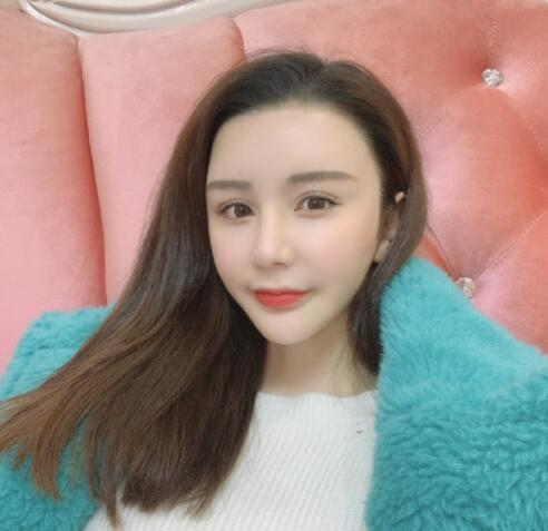 LuoQiqi News Feed Photos